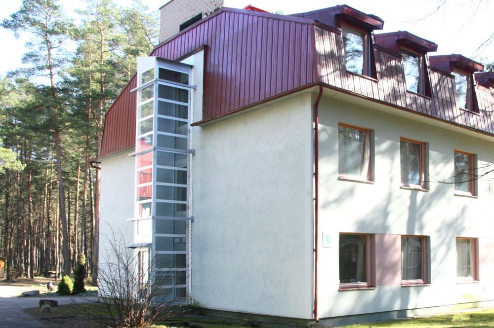 Homelift Barduva SB 200 mit Spindelantrieb - Außenanlage (2)